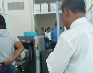 1 Pemeriksaan Penumpang di Bandara RHF(1)