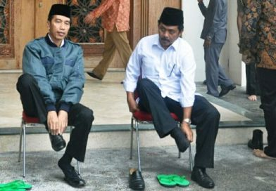 Gaya Merakyat Presiden Jokowi saat Berkunjung ke Kabupaten Natuna