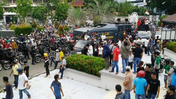 Demo Baloi Batam ke DPRD Batam