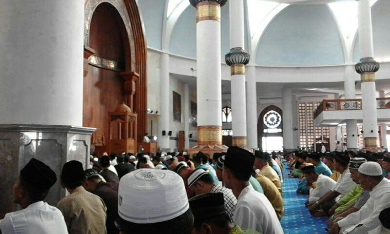 Sholat Idul Fitri Tahun Ini Masjid Agung Natuna Dipenuhi Jemaah Wartakepri Co Id