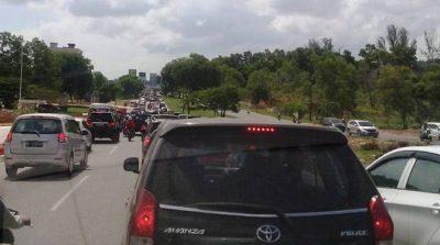 Warta foto FB Angkot Penyebab Macet simpang Jam Batam