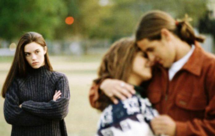 5 Ciri-Ciri Selingkuh yang Mudah Dikenali, Penampilan ...