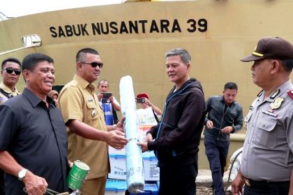 Wartakepri - Bantuan Korban Banjir Diberangkatkan Melalui Kapal Pelni Sabuk Dilepas Bupati Bintan