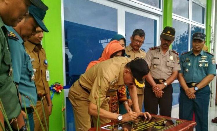 Bupati Natuna Hamid Rizal meresmikan pengunana UPT Puskesmas kecamatan Subi Dan kecamatan Serasan Timur