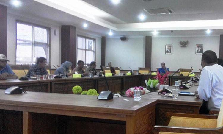 Ketua Komisi III Dewan Perwakilan Rakyat Daerah (DPRD) Kota Batam mengadakan Rapat Dengar Pendapat (RDP) terkait dengan pembangunan Tower Telekomunikasi
