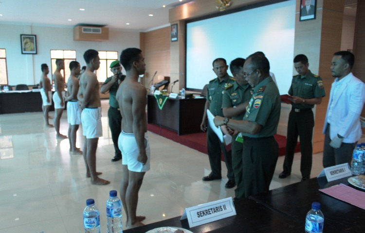 WARTAKEPRI, DANREM 033 WP PIMPIN SIDANG PARADE CATA PK TNI AD