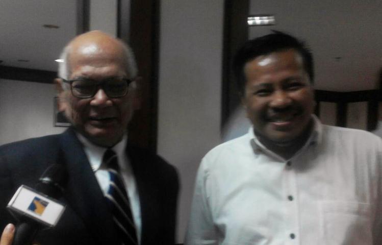Wartakepri, Prof. Dr. Dorodjatun Kuntjoro (mantan Menteri Koordinator Bidang Perekonomian) didampingi Kepala BP Batam