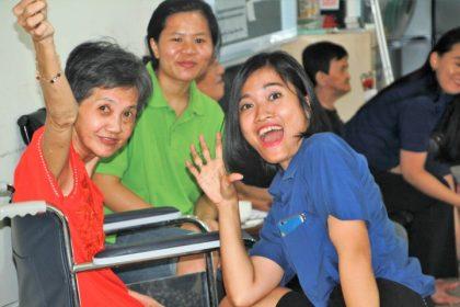 Karyawan Best Western Premier Panbil Batam berbagi keceriaan bersama lansia