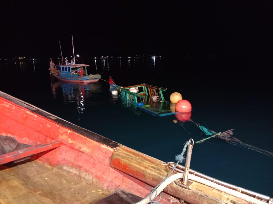Laka Laut Antara Kapal Pukat Mayang dengan Kapal Pancing di Laut Pulau Mangkai