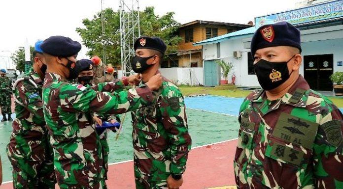 Danlanal TBK Pimpin Upacara Sertijab Kapten Laut (P) Masraf Jadi Komandan KAL Pelawan