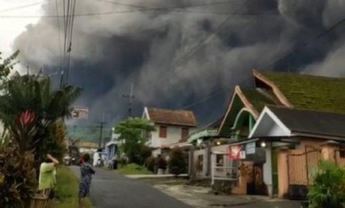 Gunung Semeru Meletus 2021