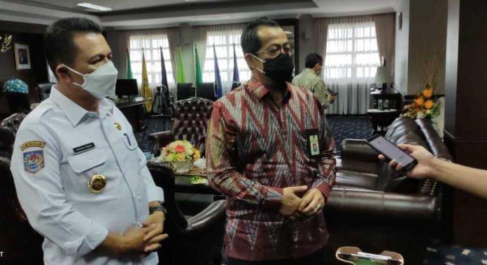 Gubernur Ansar Ahmad dan Kepala Kantor Pajak Kepri