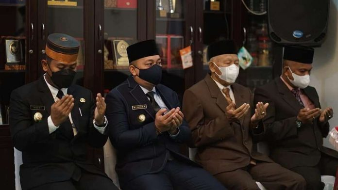 Bupati Lingga Minta Sekda Defenitif Selesaikan Masalah 17 Jabatan Dinas masih PLT
