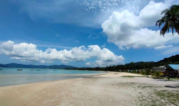 Pantai 8 Kilo di Jemaja Anambas