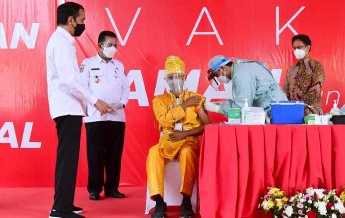 Stok Vaksin Tinjau Vaksinasi Massal di Kepri
