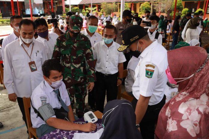 Pemprov Sumbar Vaksinasi 1.000 Pelajar Antisipasi Covid-19 di Padang Pariaman