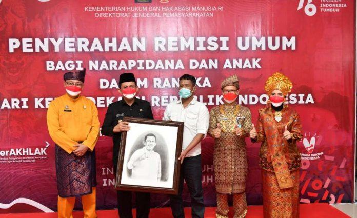 Gubernur Kepri Serahkan Remisi Kepada Warga Binaan se Kepri