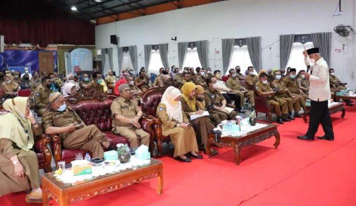 Gubernur Sumatera Barat Mahyeldi menegaskan kualitas sekolah di kota dan kabupaten
