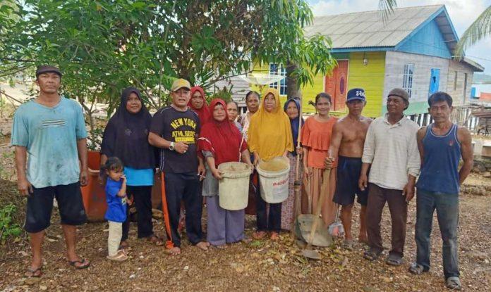 Jumat Goro Kecamatan Bakung Serumpun dengan Warga Desa Rejai